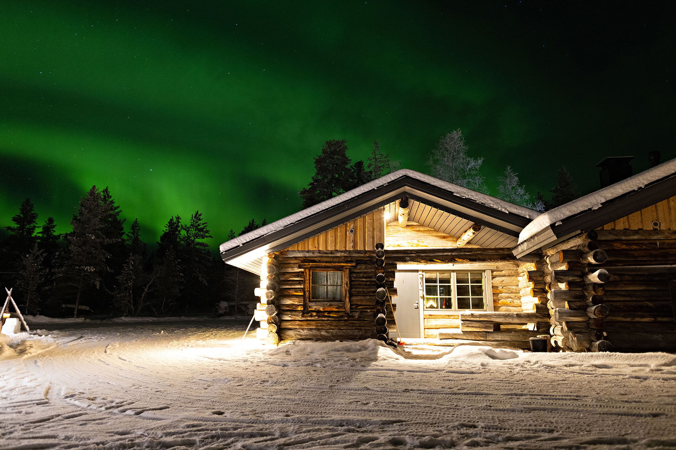 Northern lights consist of colourful, dancing and varying patterns in the night sky.
